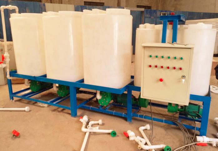 五个加药箱组成的复配设备