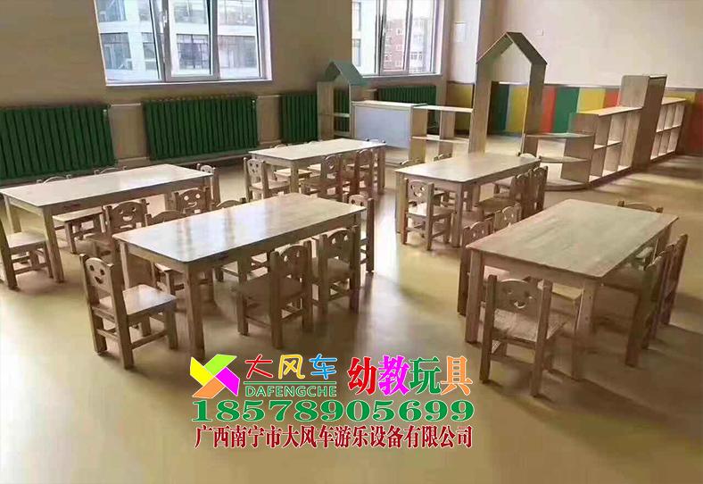 南宁幼儿家具厂实木课桌椅.jpg