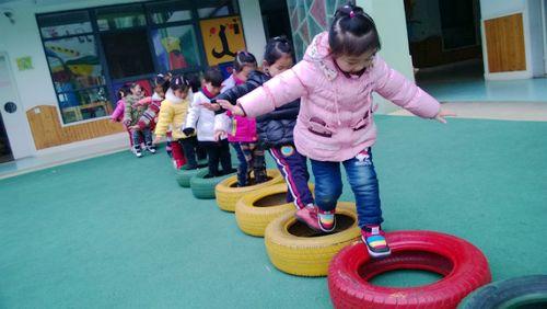 幼儿园小班户外,运动会小游戏