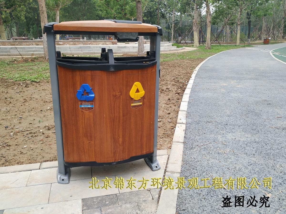 北京回龙观体育公园 分类垃圾桶