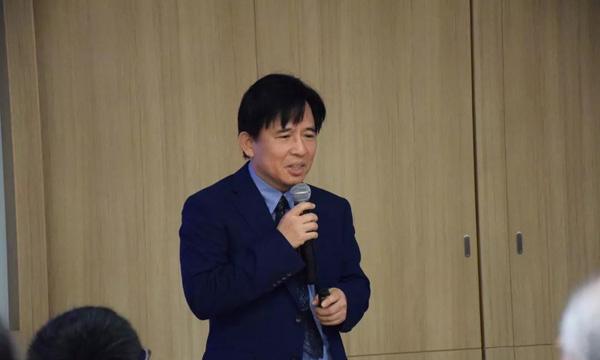 台湾长庚医院郭弘周医师于病友交流会中演讲
