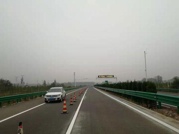 宁洛高速凤阳支线350高光高亮标线施工