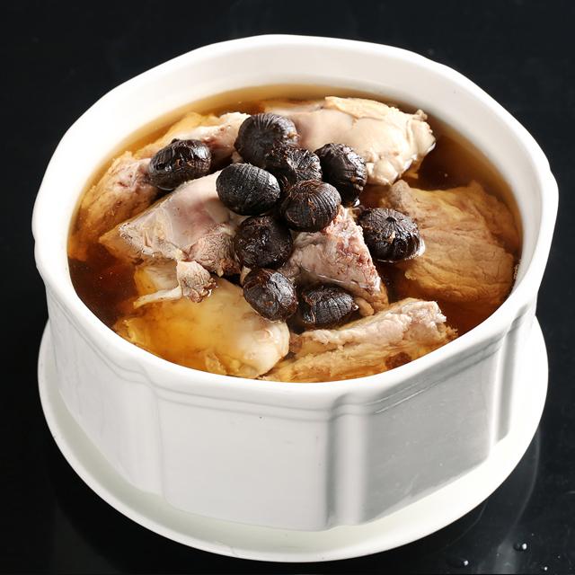 黒蒜炖龙骨汤